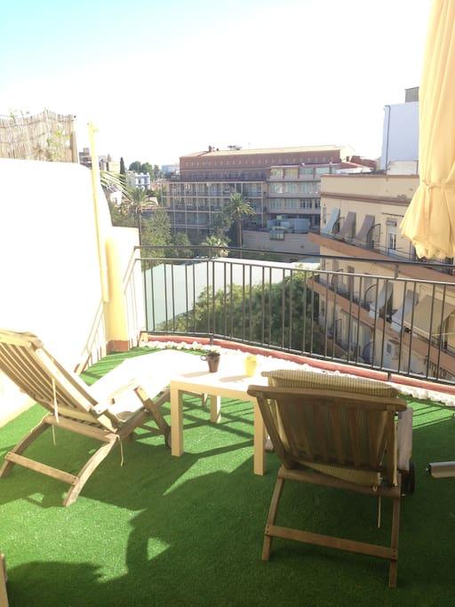 ¿Un rato al sol?  /  The terrace..  Sunbathe?
