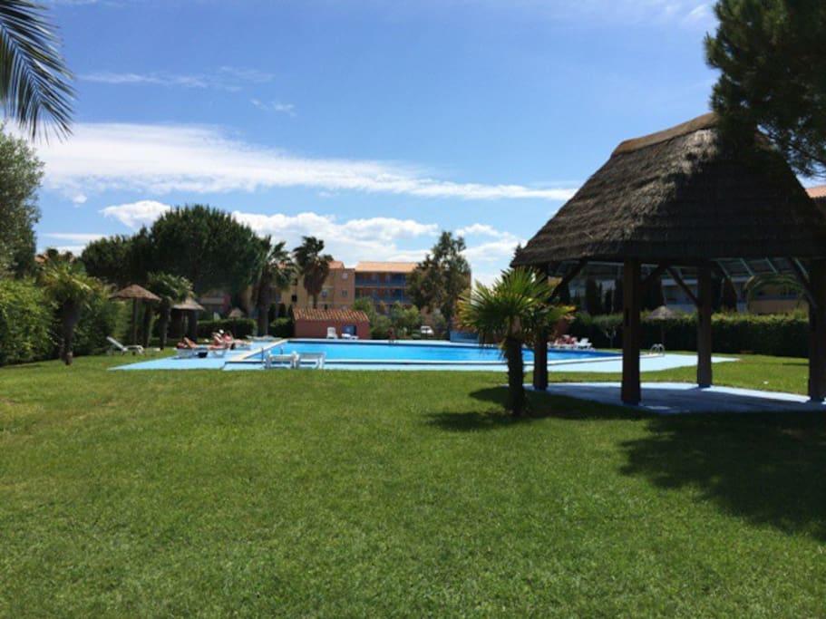 Une autre piscine dans le parc du village vacances