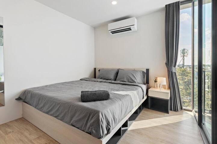 Suite - 1 Queen Bed & 1 Sofa Bed