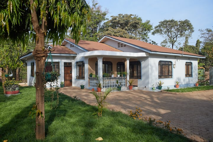 Moshi urban house with private parking and garden
