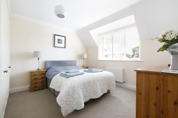 Spacious double room with shared bathroom