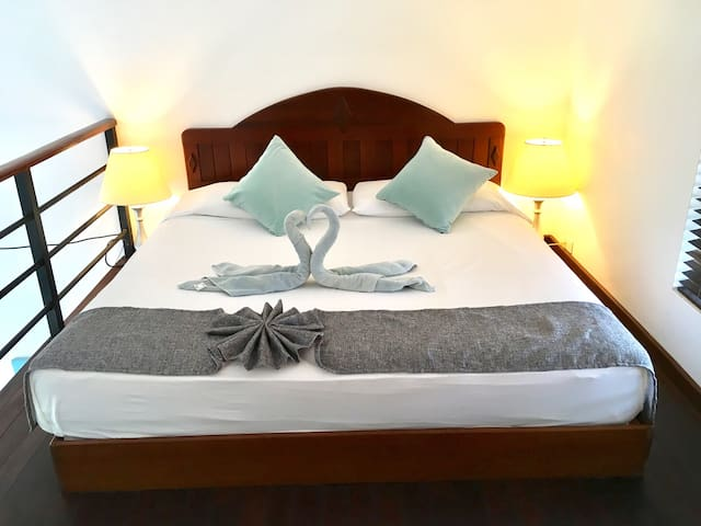 King size bed, Italian sheets and daily towel art