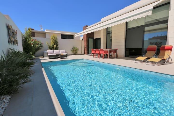 Rolstoelvriendelijke villa met zwembad in Pilar