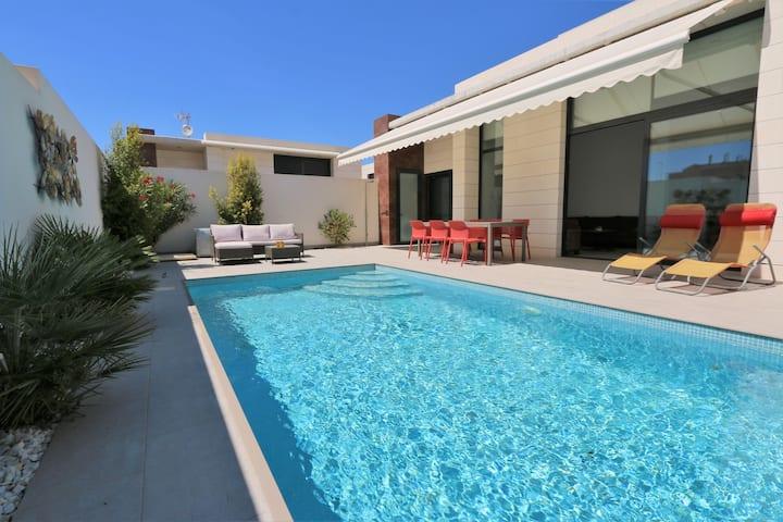 Wheelchair friendly villa with pool in Pilar