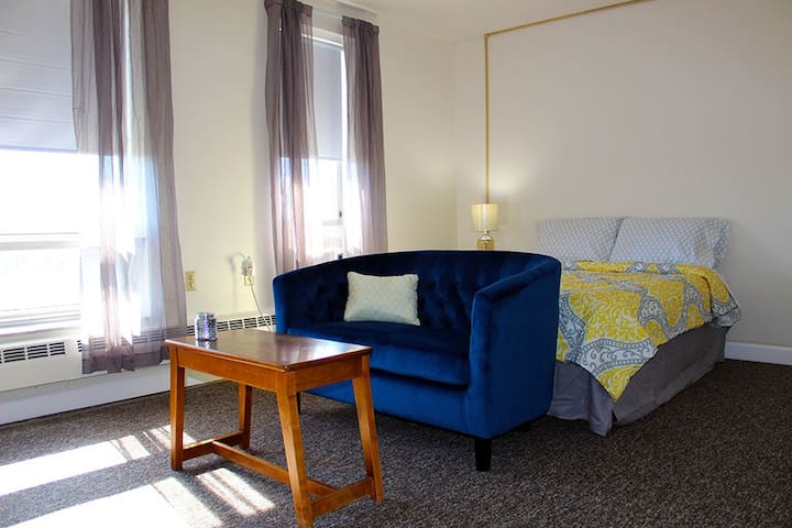 Furnished Studio Apartment - University of Toledo