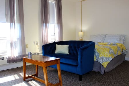 Furnished Studio Apartment - University of Toledo