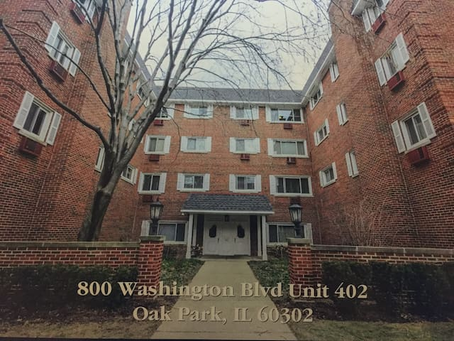 Top Floor Condo Unit - Oak Park - Apartment