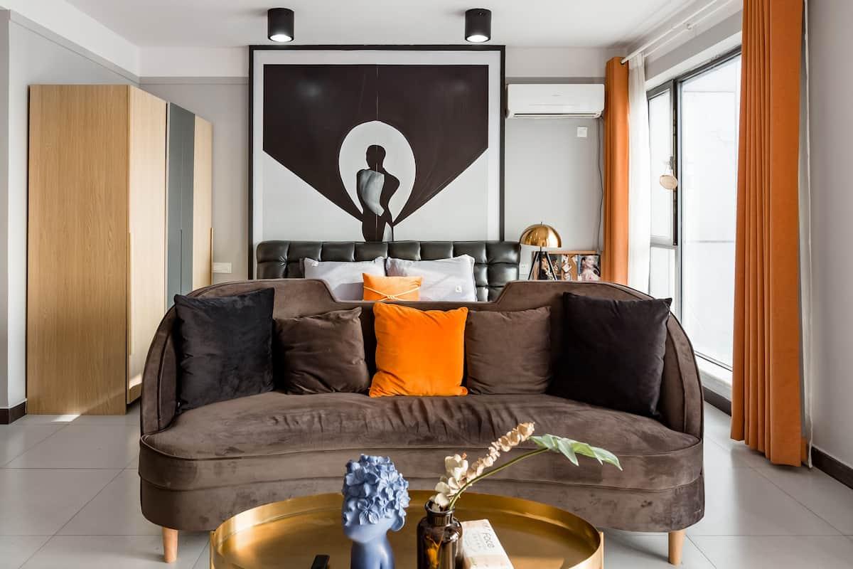投宿沉稳大气的黑金色公寓,俯瞰美丽的长江景色