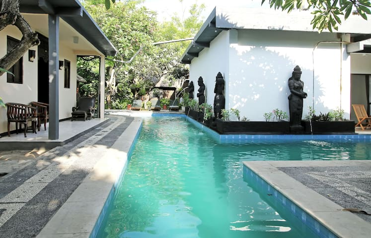 Alam Bali (Budget Hotel in NusaDua) - South Kuta - Bed & Breakfast
