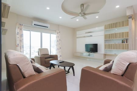 1 SKY Condo, Penang @ 3BR & 3 baths with Free WIFI - Wohnung