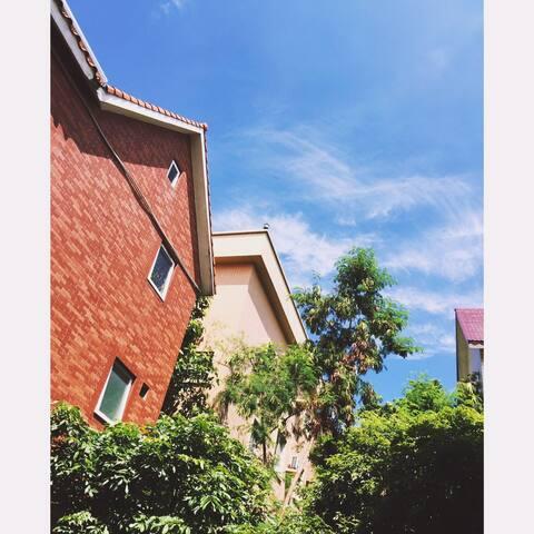 别墅短租房/带独立卫生间、阳台、停车位/服装设计氛围/洛溪地铁口 - 广州 - Vila