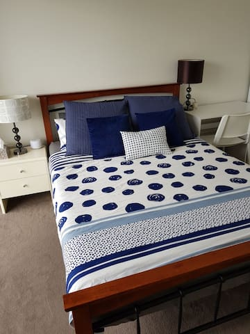 Lovely clean bedroom with bathroom in Southport