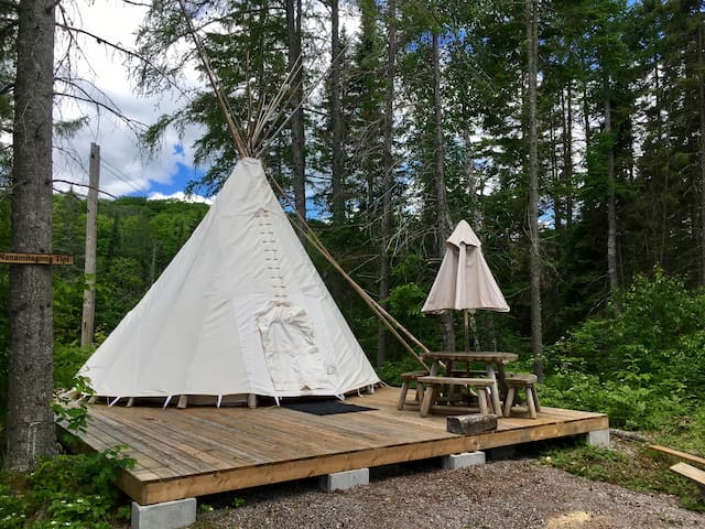 Algonquin Moose Lodge-Wilderness tipi