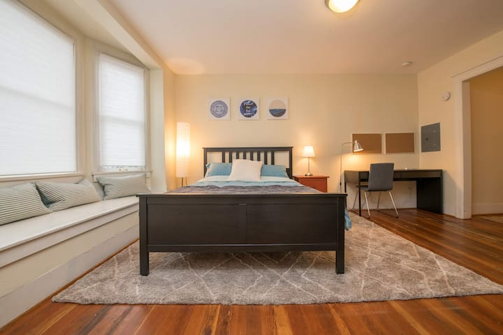 Sophisticated and Walkable Capitol Hill Studio