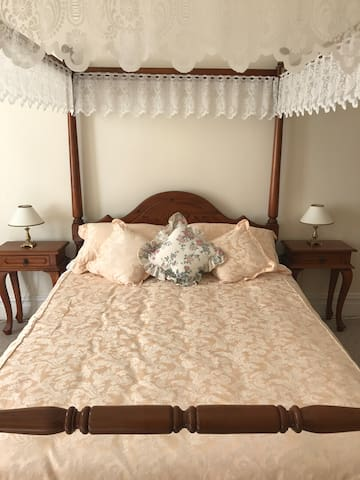 Queen Anne room- Stanley Guest House - Stanley - Bed & Breakfast