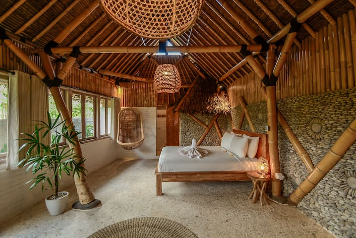 A classic bamboo house with pool in Ubud