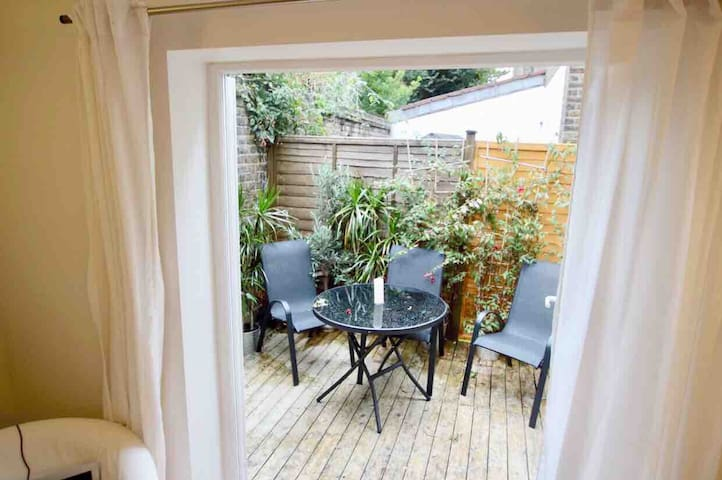 Patio garden flat