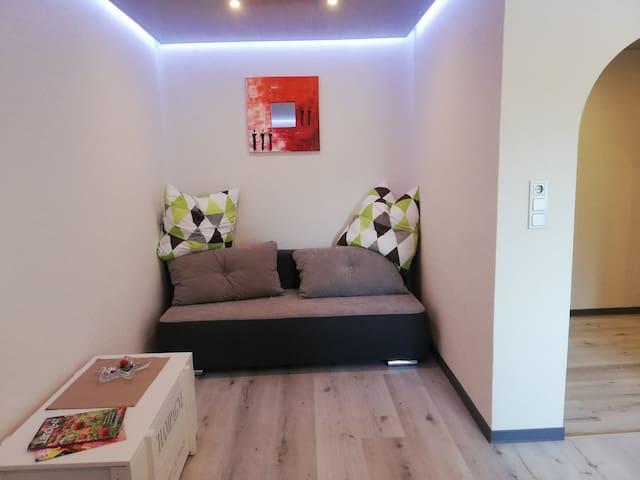 Wohnzimmer (ausziehbares Sofa)