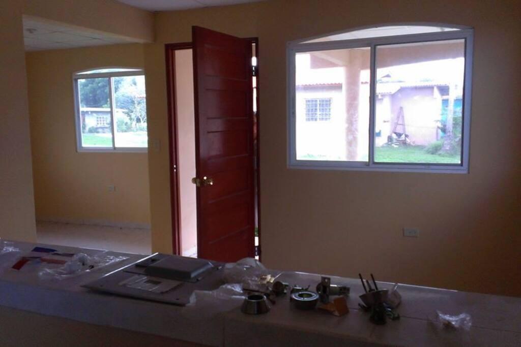 Vista  del comedor  y la sala  de la casa