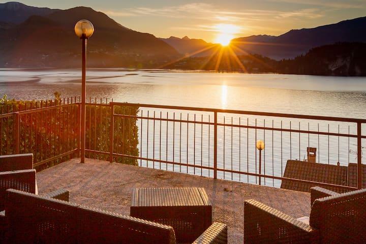 Casa  CHARLOTTE   vista bellissima lago di Como !!