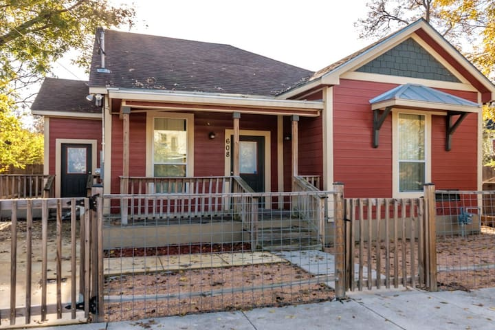 The Milam Home Downtown2BD/1Bath Cozy Bungalow BBQ
