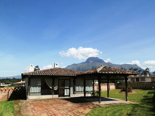Hermosa casa  exclusiva en zona central Cotacachi