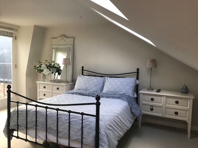 Whole Floor to Yourself! Double Bedroom & Shower.