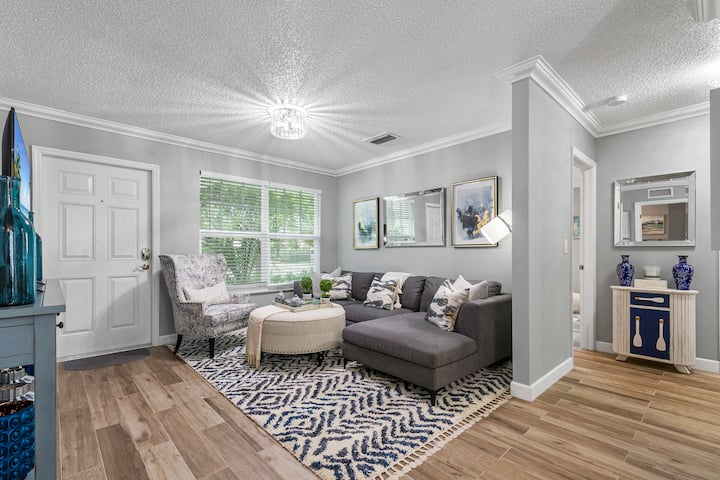 Luxury Downtown WPB Home & Guest Home (5 Bedroom)