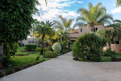 Villa de charme au coeur superbe propriété
