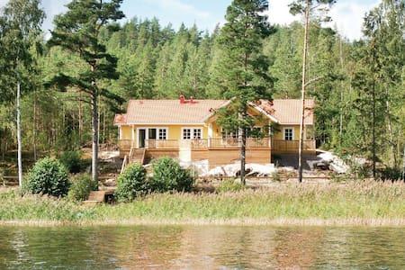 4 Bedrooms Home in Segmon - Segmon