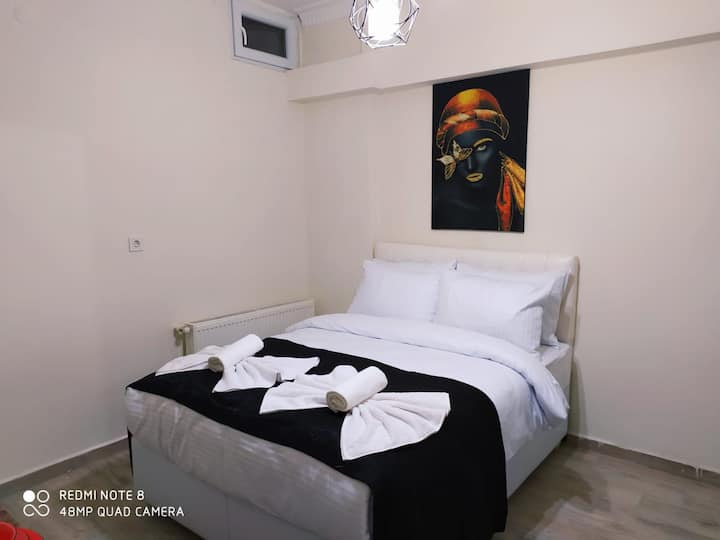 Cozy Studio Apartment Basement with small window