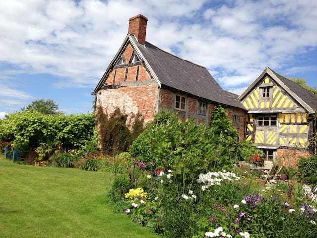 Beautiful 16thC Elizabethan House - Wrexham - Wikt i opierunek