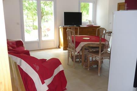 Gîte dans une Ferme rénovée  - Monteux - Apartmen
