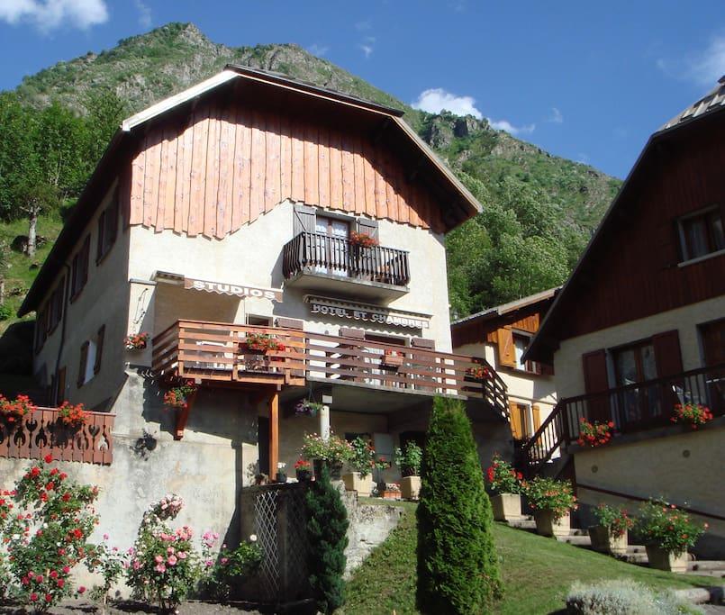 Studio 2 pers 20m2 piscine condominiums for rent in la for Piscine 2 alpes