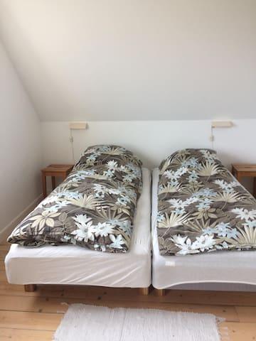Stort dobbeltværelse med skrivebord