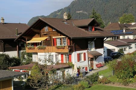 Quiet Bed & Breakfast with Mountain Views - Unterseen