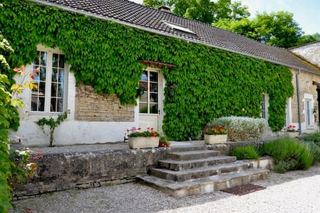 Coach House at Le Petit Village - Fulvy - Huis