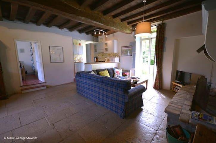..with Burgundian flagstone floor throughout.