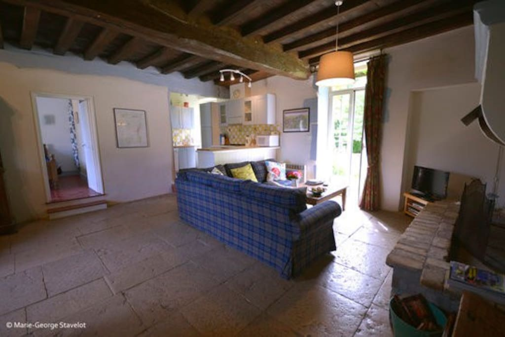 ..with Burgundian flagstone floor throughout.