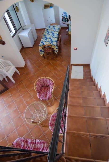 Scala per le camere del secondo piano (una matrimoniale con balcone, una doppia, un bagno)