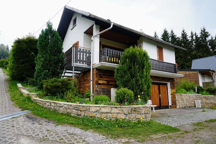 """Ferienhaus """"Löffelberg 38"""" mit Blick ins Tal"""