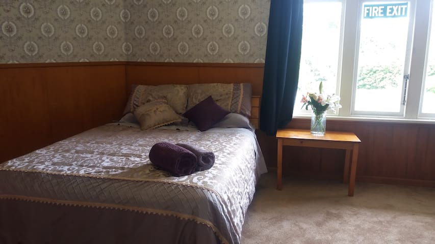Friendly homestay set on beautiful grounds - Featherston
