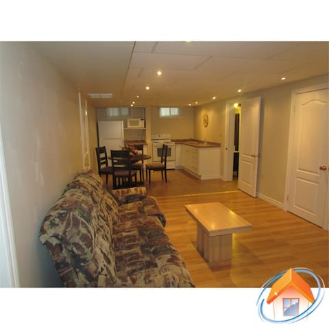 Quiet and Private Basement Apt for Short Term - Lindsay - 公寓