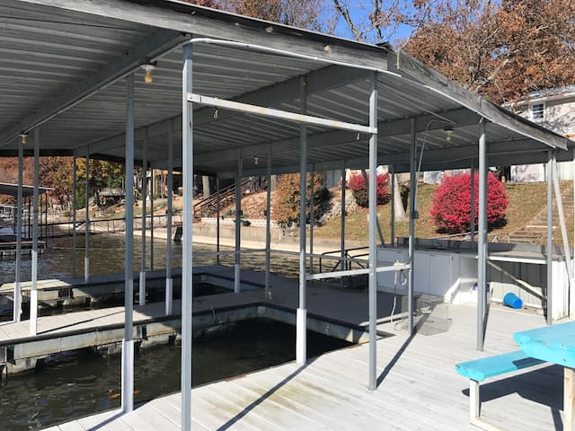 2 well dock for Guest use