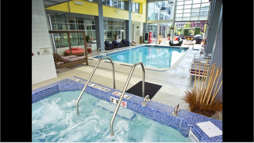 💎Bloomfield 1 BR with Indoor Pool💎