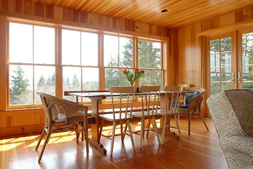 Open dining area with gorgeous views.
