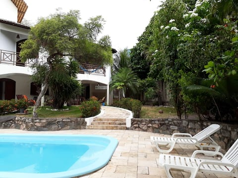 Chales con piscina y jardin amplio