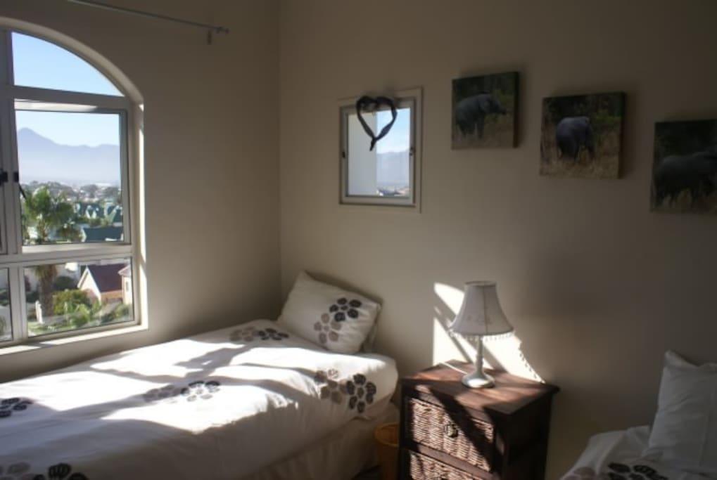 Chambre 2 lits simples donnant côté montagne