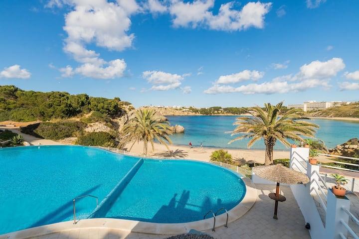 Bel appartement avec Wi-Fi, piscine, terrasse et vue sur mer
