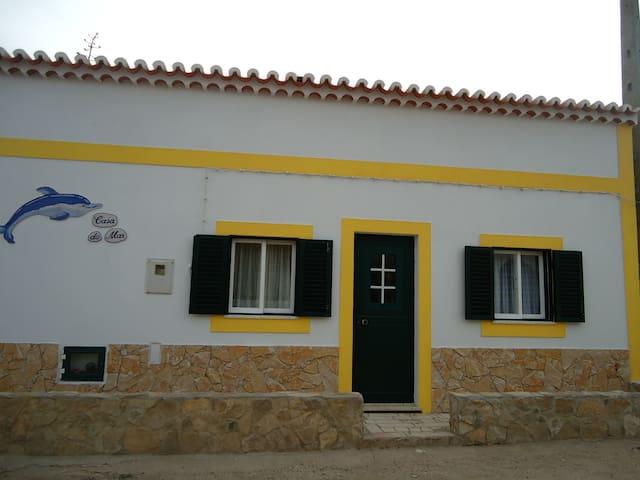 CASA DO MAR, Beach house with private Terrace